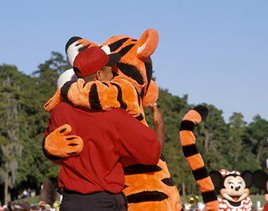 Tiger-and-Tigger-Hugging